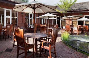 Holiday Inn Guildford patio