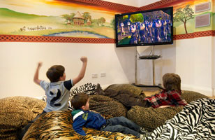 Chessington Safari Hotel - African Adventure Room african room safari hotel childrens area 2