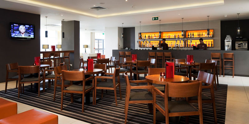crowne plaza heathrow bar