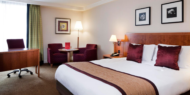 crowne plaza heathrow room